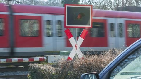 Brutális baleset: kettévágta testét a váci vonat