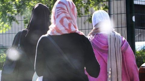 A muszlim lányoknak is kell úszniuk az iskolában