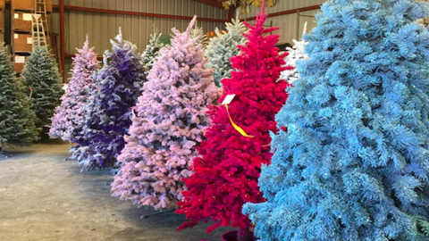 Szivárvánszínekben pompáznak az idei karácsony legtrendibb fenyőfái