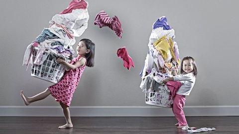 Házimunkák, amikben a gyerek már kicsi korától kezdve segíthet