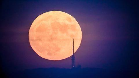 Döbbenetesen gyönyörű volt a Hold a Kékestetőn – fotók