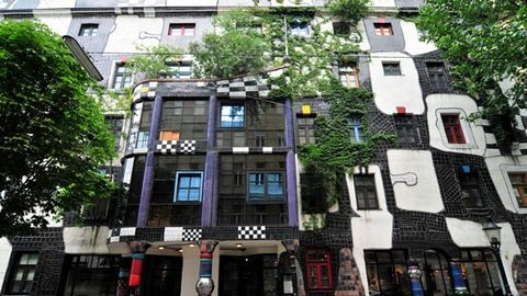 """Az egyenes vonal istentelen"" – 88 éves lenne Hundertwasser"