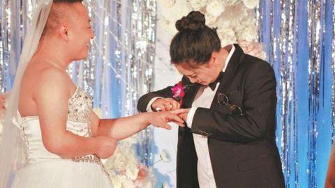 Elképesztő okból húzott menyasszonyi ruhát a vőlegény