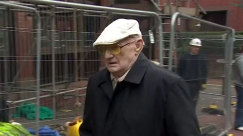 Lebukott a 101 éves pedofil