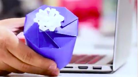 Így készíts ajándékdobozt papírpoharakból – videó