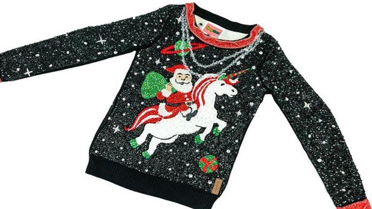 9 millió forintot ér ez a csúnya karácsonyi pulcsi