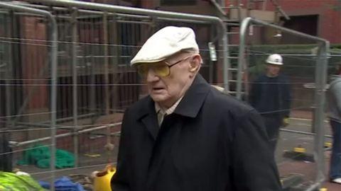 Meghalni küldik a börtönbe a 101 éves pedofilt