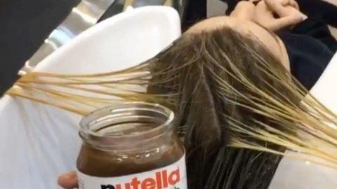 Nutellával és sűrített tejjel fest hajat a fodrász