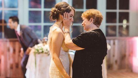 22 szívmelengető fotó menyasszonyokról és nagymamáikról
