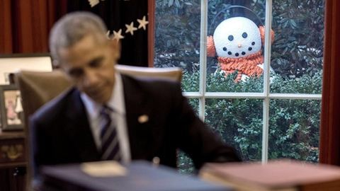 Kukkoló hóemberek ijesztgetik Barack Obamát