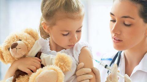 Védőoltások gyerekeknek – a kötelezők mellett ezeket ajánlják az orvosok