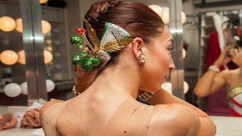 Gyönyörű karácsonyi frizura-inspiráció egyenesen jégkorcsolyázóktól