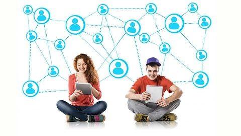 Javulni fog a közérzeted, ha facebookozás helyett a családoddal töltöd az időt