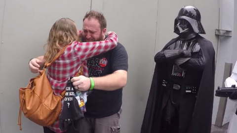 Darth Vader segítségével tudatta férjével, hogy apa lesz