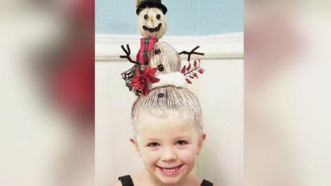 Zseniális ünnepi frizurákat készít kislányának az egyedülálló apuka