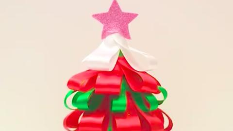 Last minute karácsonyi dekoráció: karácsonyfa szalagokból