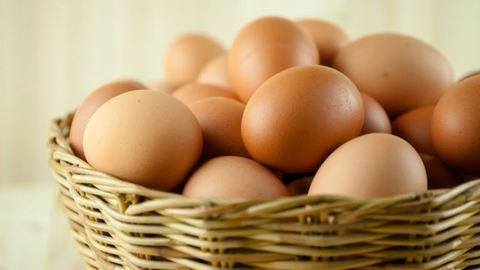 Árzuhanás: olcsóbb lesz a tojás és a baromfi