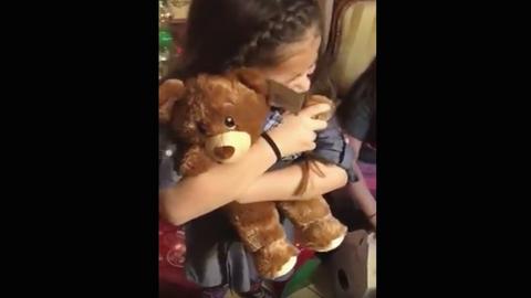 Megható: ennek a kislánynak a nagypapa hangja volt a legszebb ajándék