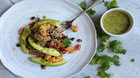 Dobd fel a quinoát fekete babbal, avokádóval és mangóval!