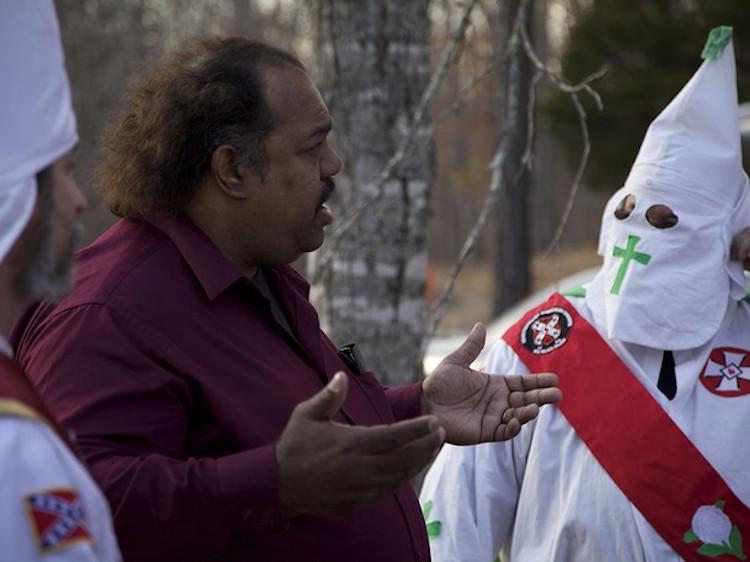 Több, mint 200 embert léptetett ki a Ku Klux Klanból a fekete férfi