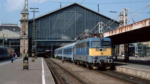 Járatcsökkentések, késések jöhetnek a vasútnál