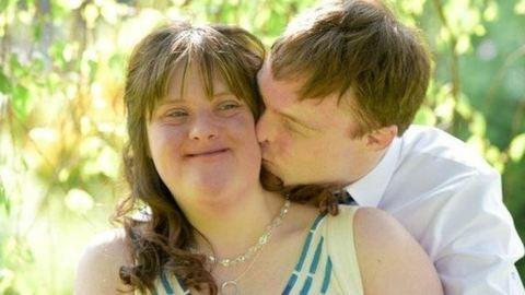 Mesebeli esküvőn mondta ki az igent a Down-szindrómás szerelmespár