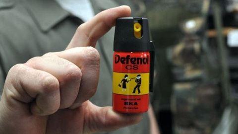 Gázspray-vel büntetett a volt biztonsági őr