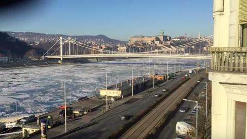 Évek óta nem láttunk ilyet: zajlik a jég a Dunán