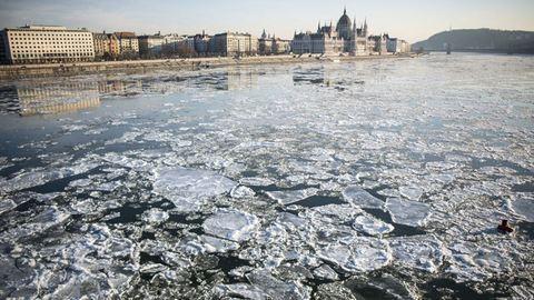 Zajlik a jég a Dunán – látványos felvételek a fővárosi szakaszról