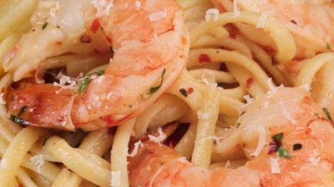 Dobd fel a téli estéket mediterrán hangulatú vacsorával: sült koktélrákos tészta