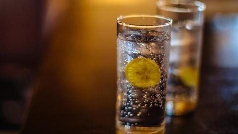 Majdnem végzett a nővel egy korty vodka-tonic
