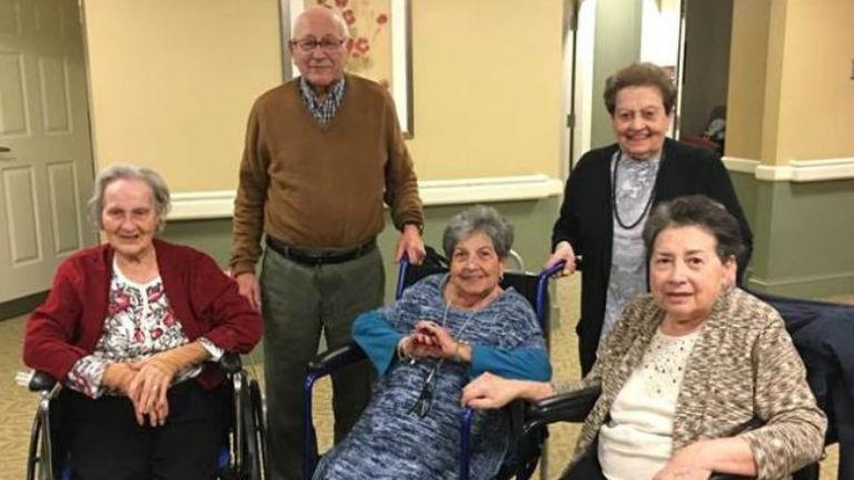 70 év után újra összeköltözött az öt testvér