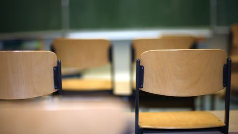 Jobb jegyet ígért szexért egy budapesti középiskolai tanár