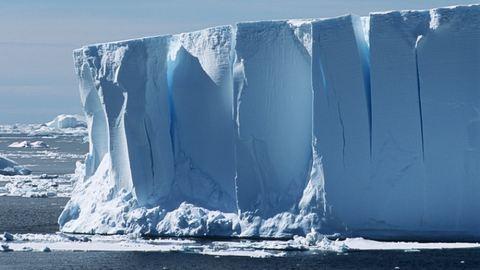 Reped a jég az Antarktiszon, menekítik a kutatókat