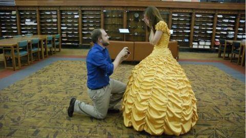 Ruhát varrt menyasszonyának a világ legromantikusabb vőlegénye
