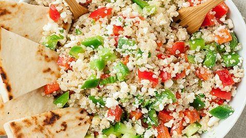 Egészséges vacsora 20 perc alatt: görög quinoatál