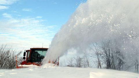 Így takarítják a havat Zemplénben, hófúvás után