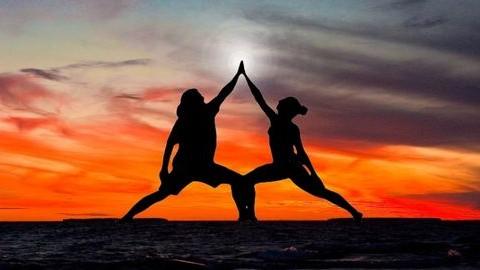 Páros jóga a szerelemért – Így mélyítsd el a kapcsolatotokat!