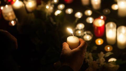 Veronai buszbaleset: így emlékeztek az áldozatokra a gimnáziumnál