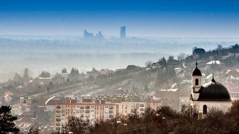 Pécsen és Nyíregyházán is szmogriadó van