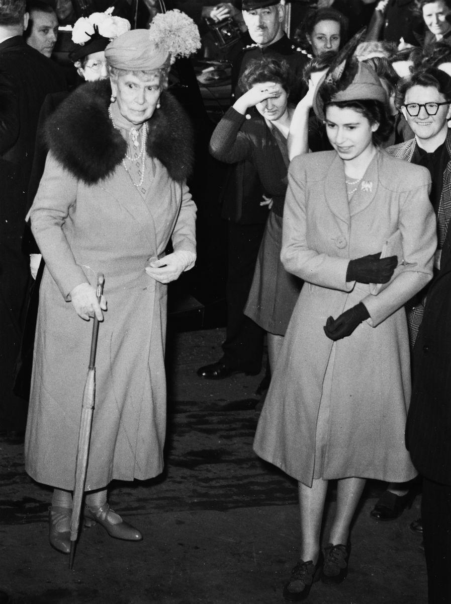 II. Erzsébet és nagyanyja, Mária