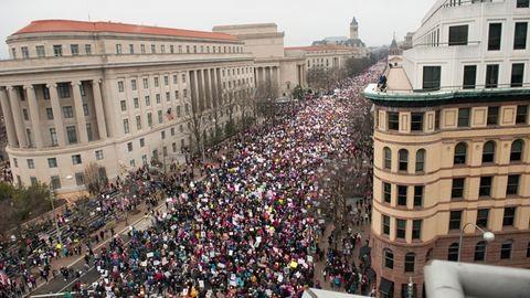 Katy Perry, Helen Mirren és Gandalf is tüntetett Trump ellen