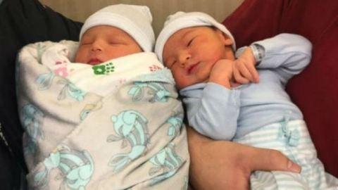 Ugyanazon a napon született a két testvér első gyermeke