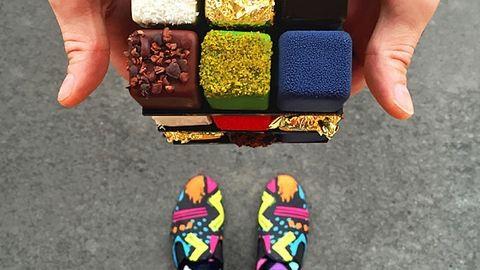 Cipőihez passzoló desszertekkel pózol a párizsi férfi
