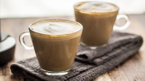 Kezdd a napot egy gyomornyugtató, emésztést segítő, krémes lattéval! – recept