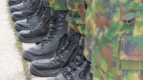 20 ezer önkéntes tartalékos katonát soroznának