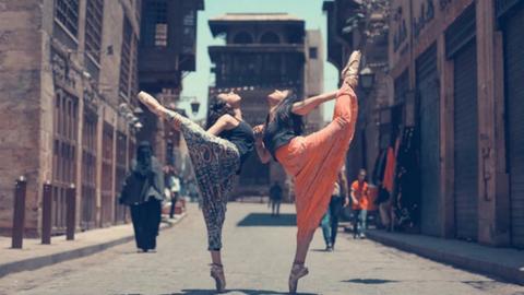 Balerinák vették birtokba Kairó utcáit – fotók
