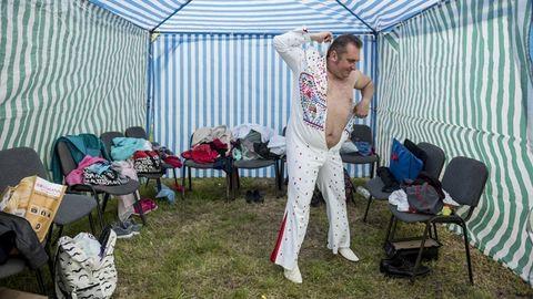 A miskolci Elvis és az idoméni menekülttábor – az idei Sajtófotó Pályázat győztes képei