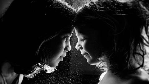 Megejtően szép fotókat készít lányairól az anyuka