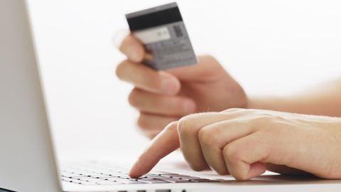 Már bankkártyával is befizethetitek az adót